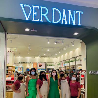 As diretoras do Grupo AmericaNews Beauty Denyse Queiroz e Juliana Carneiro e a equipe de experts em beleza da Verdant